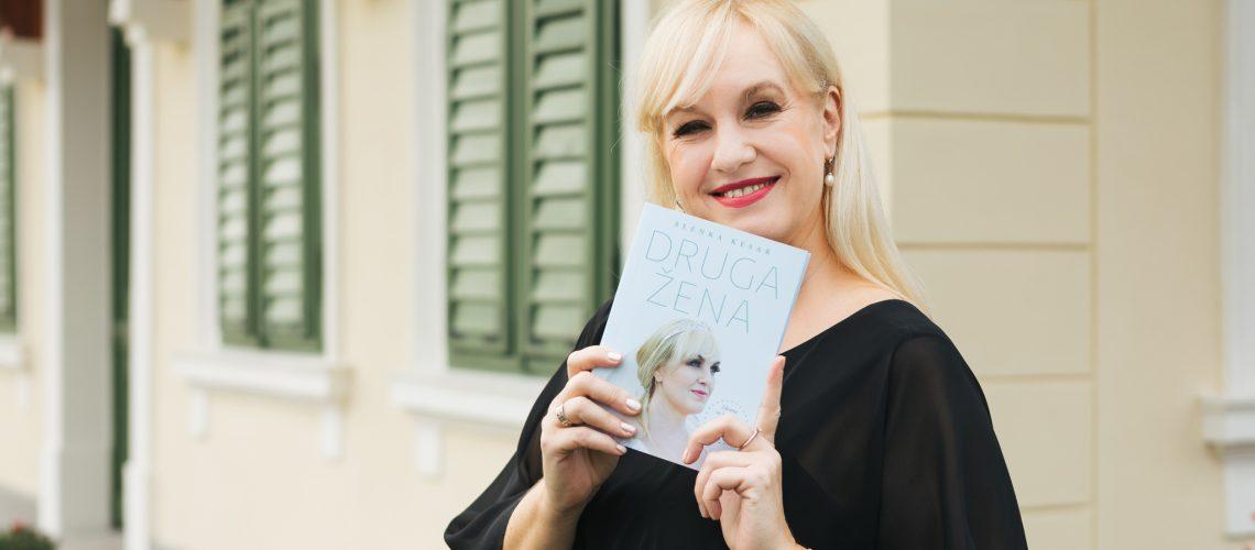 Alenka Kesar je izdala knjigo Druga žena